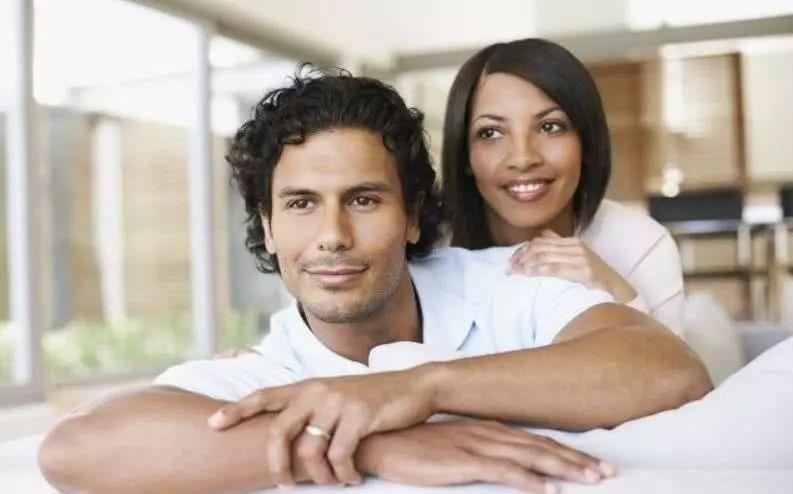 异性恋关系:越来越多的女性在婚外恋爱